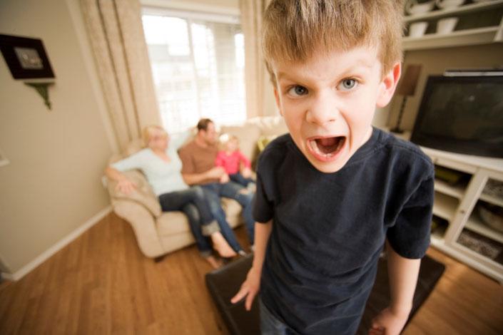 Дитина скандалить і гримає дверима. Як визнати, що з твоїм вихованням не все гаразд