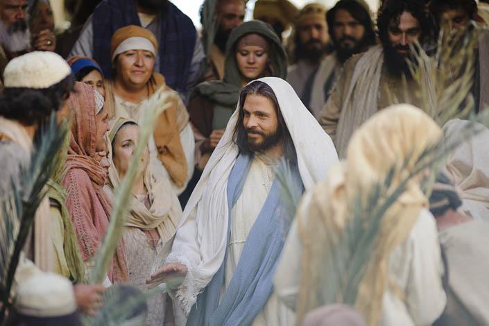 Народ хотів воювати, а тут Ісус на ослику їде весь у білому
