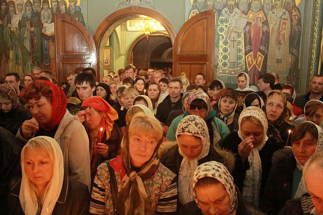 Пісні обличчя, перелякані очі, винуваті погляди – це православні?