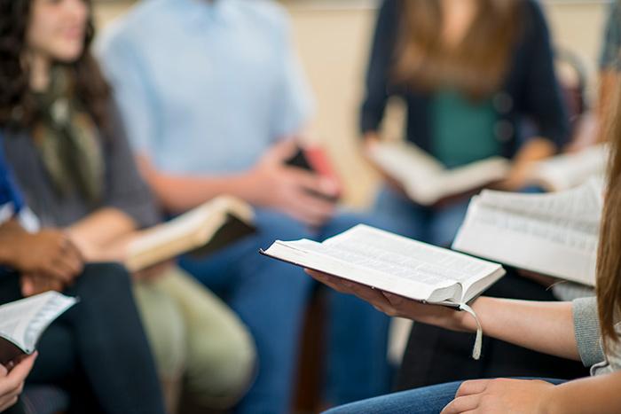 Євангельські гуртки – розвивати не можна закрити